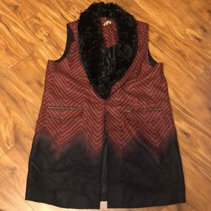 Democracy Zipup vest removable faux fur XL